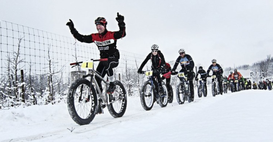 Com'è bello pedalare in bici sulla neve