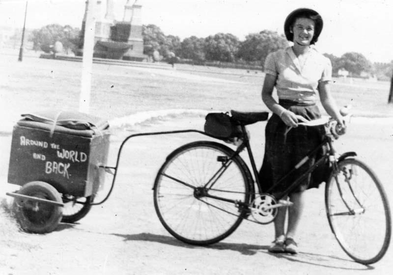Fine anni '40: Louise Sutherland girava il mondo in bicicletta