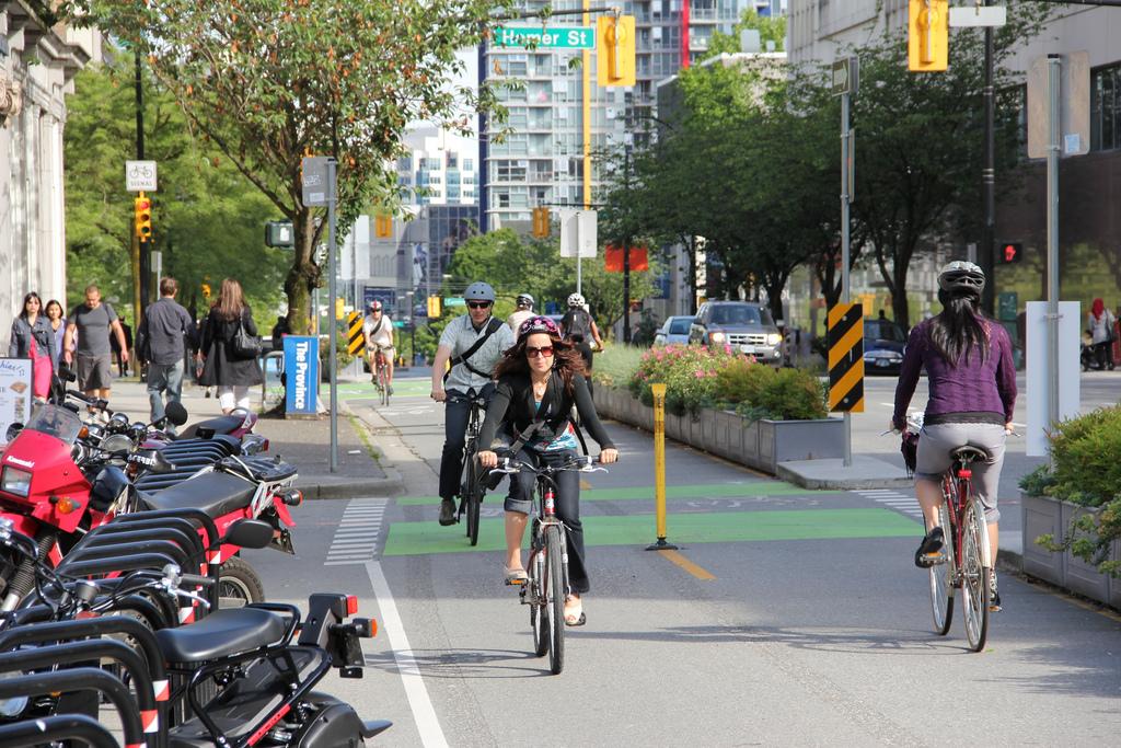 Consigli per pedalare in sicurezza in città