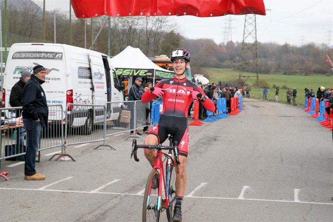 Ciclocross. Trionfo di Nicholas Travella.