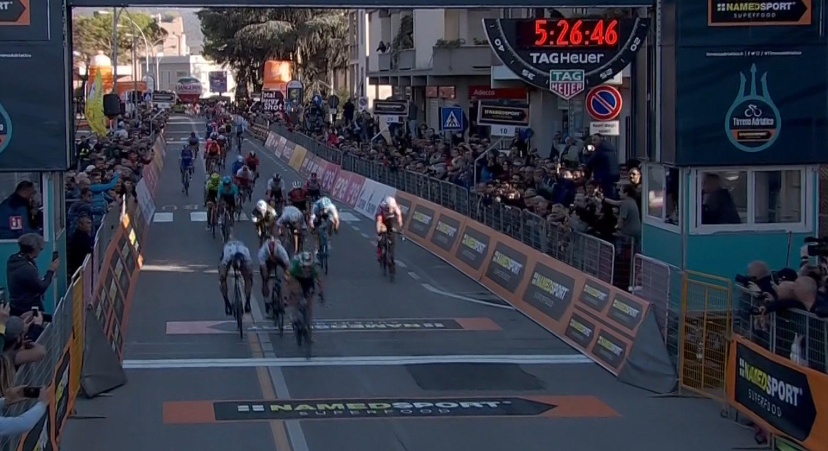 Super Sprint di Elia Viviani alla Tirreno-Adriatico.
