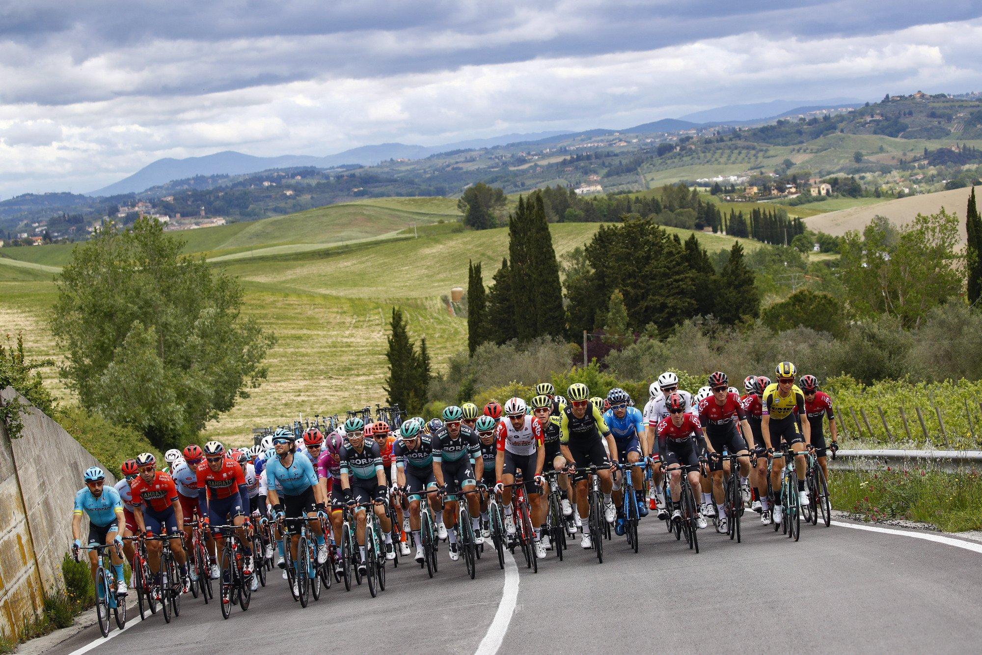 Successo di Richard Carapaz nella quarta tappa del Giro d'Italia.