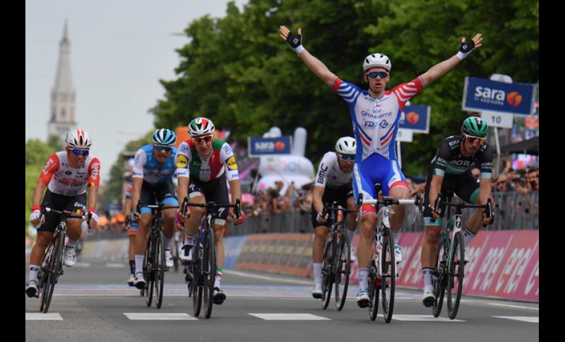 Sprint vincente di Arnaud Demare #GirodItalia.