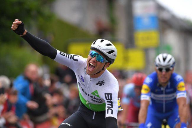 Sprint vincente di Edvald Boasson Hagen nella prima tappa del Giro del Delfinato.