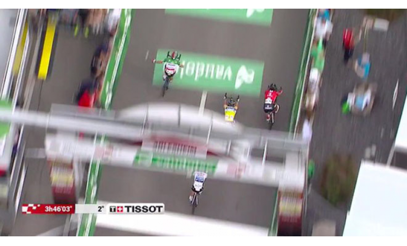 Ritorno al successo per Elia Viviani nella quarta tappa del Giro di Svizzera.