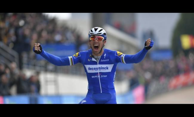 Sprint vincente di Philippe Gilbert alla Vuelta espana.