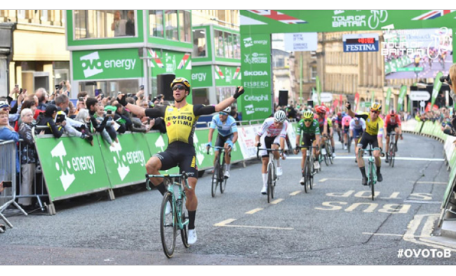 Sprint vincente di Dylan Groenewegen nel Tour of Britain.